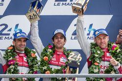 LMP1-H podio: segundos Lucas Di Grassi, Marc Gene, Tom Kristensen