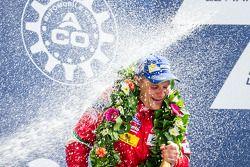 El podio del LMGTE Pro: Baño de champaña para Gianmaria Bruni.