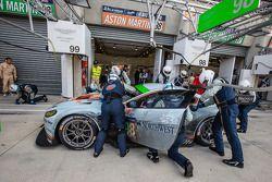进站:#98阿斯顿·马丁车队,阿斯顿·马丁Vantage V8: Paul Dalla Lana, Pedro Lamy, Christoffer Nygaard