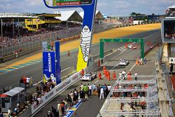 #2 Audi Sport Team Joest Audi R18 E-tron Quattro: Being driven down pit lane after win