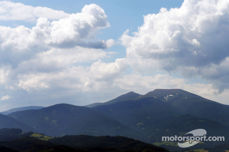 В сезоне-1964 гонку включили в календарь чемпионата мира, и конце августа участники Гран При съехались в живописную Штирию