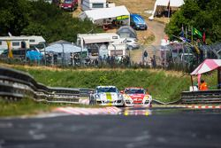 #41 曼泰-Racing 保时捷 911 GT3 Cup S, #6 Frikadelli Racing Team 保时捷 997 GT3 R: 克劳斯·阿比伦, 萨宾·施密茨, 帕特里克·许士文, 帕特里克·皮勒