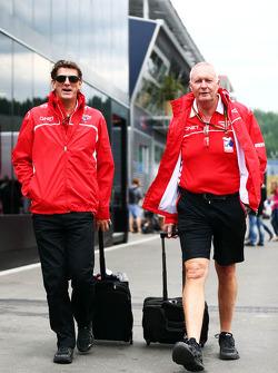 (Links naar rechts): Graeme Lowdon, Marussia F1 Team Chief Executive Officer, met John Booth, Maruss