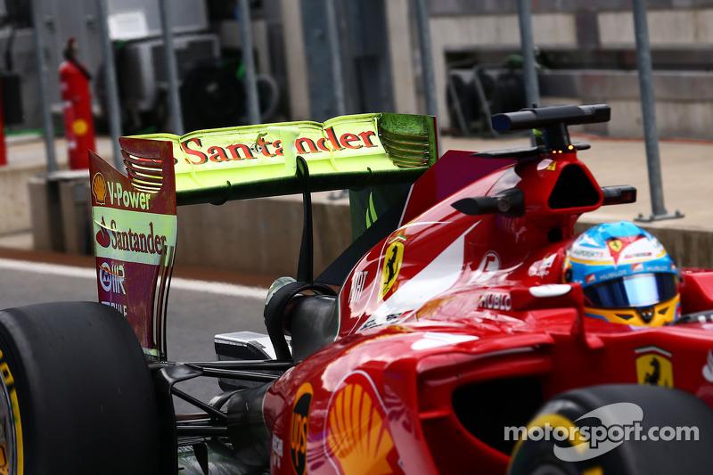 Fernando Alonso, Ferrari F14-T ve arka kanatta akışı gösteren boya