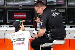 Sergio Perez, Sahara Force India F1 VJM07, met Tom McCullough, Sahara Force India F1 Team Chief Engi
