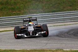 Esteban Gutierrez, Sauber C33 locks up under braking