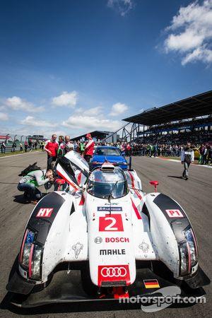 Audi R18 winnaar van de 24 Uren van Le Mans2014 op de startopstelling
