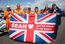 Mensaje para Sean Edwards, ganador de las 24 Horas de Nürburgring en el 2013.