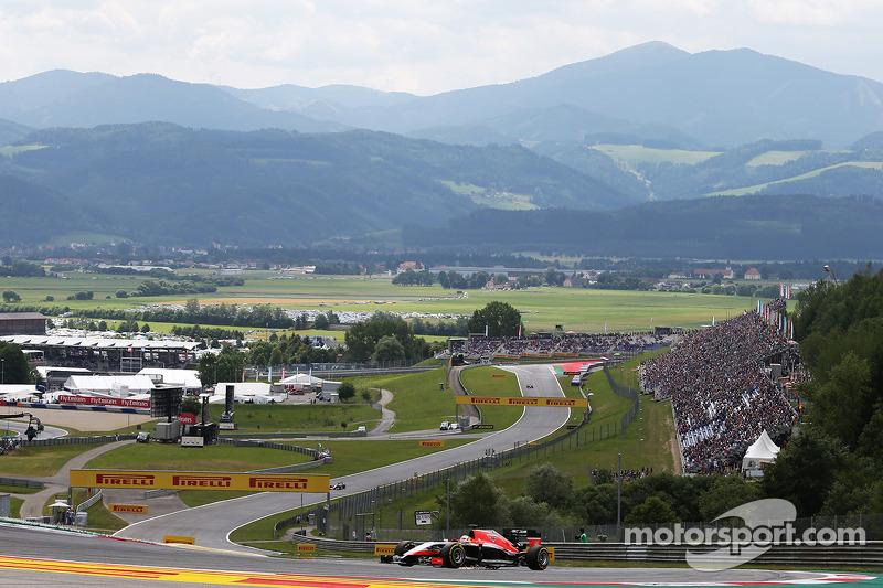 玛鲁西亚F1车队MR03赛车车手朱尔斯·比安奇冲过弯角