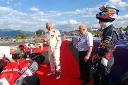 Sebastian Vettel, Red Bull Racing, bereidt zich voor op een ritje met de BRM P160, ooit bestuurt doo
