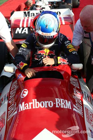 Sebastian Vettel, Red Bull Racing, met de BRM P160, ooit bestuurd door Dr Helmut Marko, Red Bull Mot