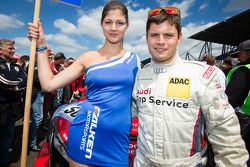 Pierre Kaffer met een Falken-meisje