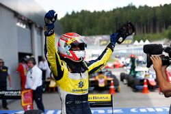 Yarış galibi Felipe Nasr