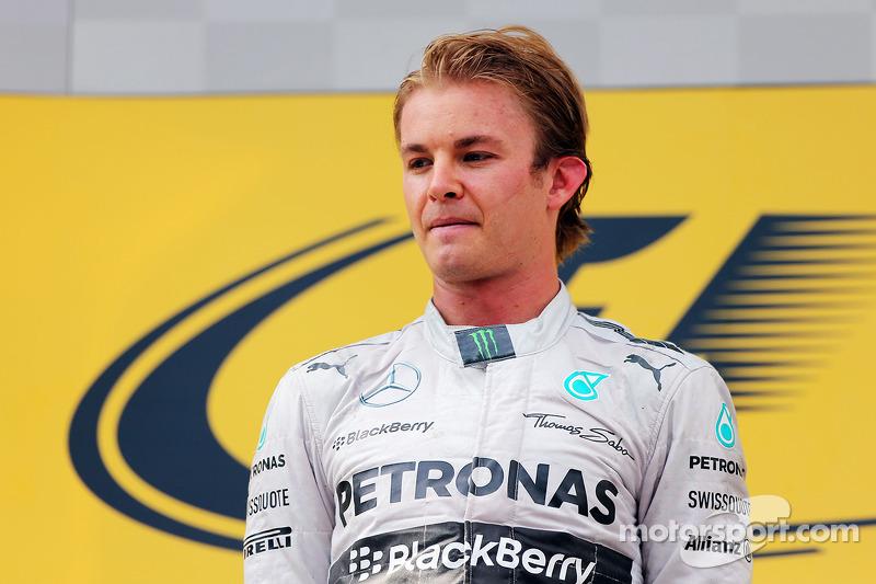 Yarış galibi Nico Rosberg, Mercedes AMG F1 podyumda