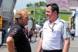 (Da sinistra a destra): Robert Fernley, Sahara Force India F1 Team Vice Team Principal con Eric Boullier, Direttore McLaren Racing