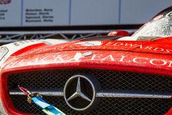 #1 Black Falcon Mercedes-Benz SLS AMG GT3 op het autopodium
