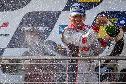 Podium: champagne voor Markus Winkelhock