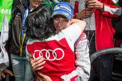 Racewinnaar Christopher Haase viert feest