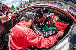 President en CEO van Toyota Motor Corporation Akio Toyoda rijdt de laatste stint met de #48 Gazoo Ra