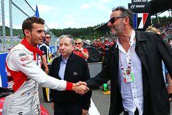Startaufstellung: Jules Bianchi, Marussia F1 Team; Jean Todt, FIA-Präsident; Jean Reno, Schauspieler