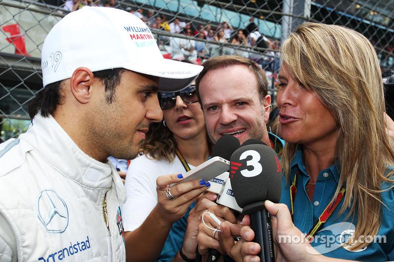 Ganador de la pole Felipe Massa, Williams con Rubens Barrichello y los medios de comunicación en la