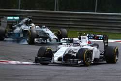 Valtteri Bottas, Williams FW36 devant Lewis Hamilton, Mercedes AMG F1 W05