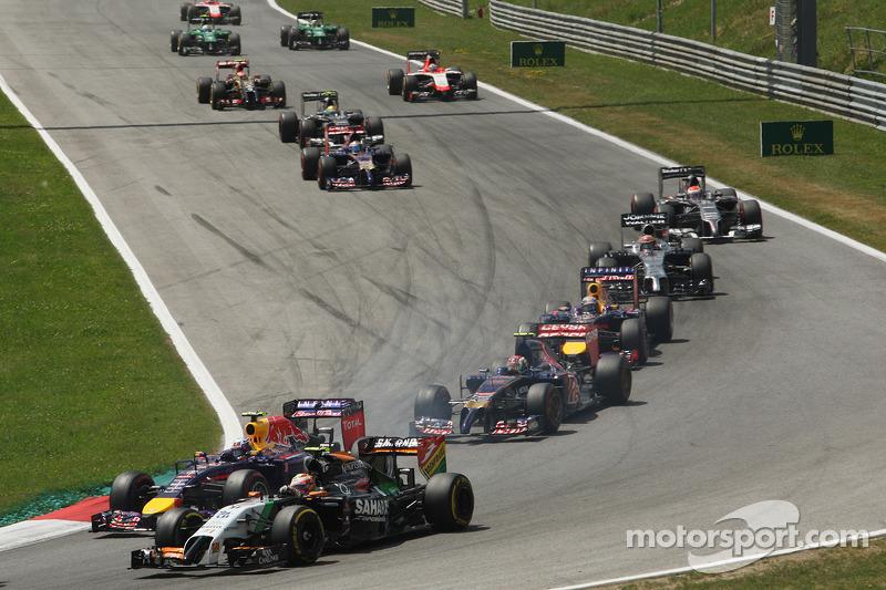 Sergio Perez, Sahara Force India F1 VJM07, e Daniel Ricciardo, Red Bull Racing RB10, in lotta alla partenza
