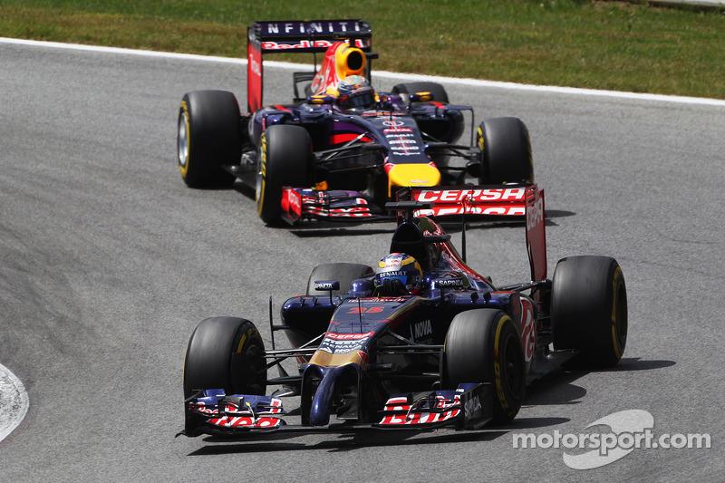 Jean-Eric Vergne, Scuderia Toro Rosso STR9 ve Sebastian Vettel, Red Bull Racing RB10