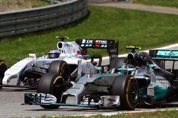 Nico Rosberg, Mercedes AMG F1 W05 and Valtteri Bottas, Williams FW36 battle for position