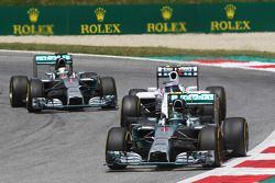 Nico Rosberg, Mercedes AMG F1 W05 leads Valtteri Bottas, Williams FW36 and Lewis Hamilton, Mercedes