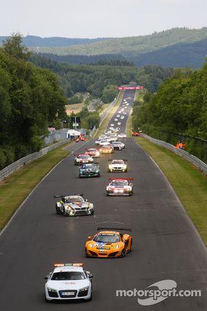 Formation lap: #66 Dörr Motorsport McLaren MP4-12C: Kevin Estre, Peter Cox, Tim Mullen, Sascha Bert