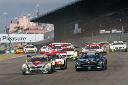 Départ : #25 Marc VDS Racing BMW Z4 GT3: Maxime Martin, Jörg Müller, Uwe Alzen, Marco Wittmann et #14 Black Falcon Mercedes-Benz SLS AMG GT3: Abdulaziz Al Faisal, Hubert Haupt, Adam Christodoulou, Yelmer Buurman