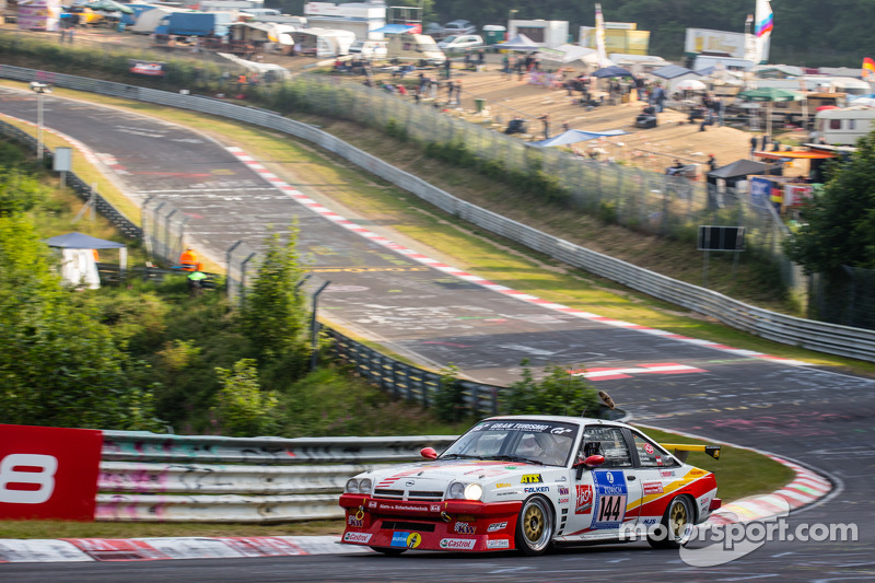 El #144 Kissling Motorsport Opel Manta: Olaf Beckmann, Volker Strycek, Peter Hass y Jürgen Schulten.