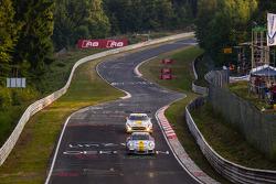 #58 Black Falcon 保时捷 911 GT3 Cup: 安德利亚斯·齐格勒, #23 Rowe Racing 梅赛德斯-奔驰 SLS AMG GT3: 克劳斯·格拉芙, 扬·赛费特, 托马