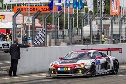 Победители Кристофер Хаасе, Кристиан Мамеров, Рене Раст, Маркус Винкельхок, Phoenix Racing, Audi R8 LMS ultra (№4)