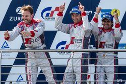 Podium: racewinnaars #4 Phoenix Racing Audi R8 LMS ultra: Christopher Haase, René Rast, Markus Winke