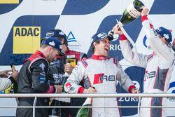 Podium: Markus Winkelhock heureux