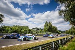 Start: #108 Rotek Racing Audi TT RS: Robert Huff, Robb Holland, Richard Meins, Kevin Gleason en #110 Besaplast Racing Team Audi TT RS: Franjo Kovac, Martin Tschornia, Fredrik Lestrup, Kurt Thiim