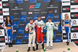 Podium: 1er Matt Rao, 2ème Sam Macleod, 3ème Andy Chang