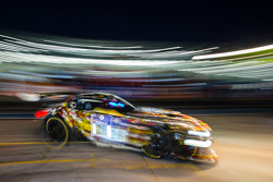 进站:#28 Walkenhorst Motorsport,宝马 Z4 GT3: Ferdinand Stuck, Maximilian Sandritter, Christopher Brück,