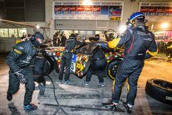 Pit stop for #28 Walkenhorst Motorsport BMW Z4 GT3: Ferdinand Stuck, Maximilian Sandritter, Christop