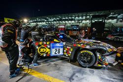 进站:#28 Walkenhorst Motorsport,宝马 Z4 GT3: Ferdinand Stuck, Maximilian Sandritter, Christopher Brück, Dennis Rostek