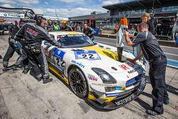 Arrêt au stand - #22 Rowe Racing Mercedes-Benz SLS AMG GT3: Maro Engel, Nico Bastian, Christian Hoh