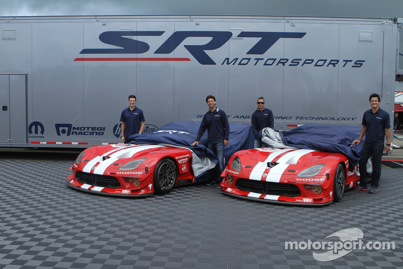 Dominik Farnbacher, Marc Goossens, Jonathan Bomarito, Kuno Wittmer unveil the retro livery on the Vi