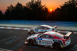 #40 曼泰-Racing 保时捷 911 GT3 Cup: 斯蒂夫·史密斯, #30 日产 GT学院车队 RJN 日产 GT-R Nismo GT3: 迈克尔·克鲁姆, 田中哲也, 星野一義, 千代胜正