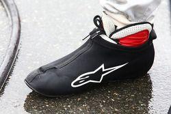 Mike Rockenfeller'in ayakkabıları yağmur damlalarıyla kaplı, Audi Sport Takımı Phoenix Audi RS 5 DTM