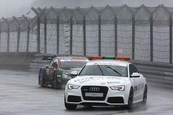 güvenlik aracı Robert Wickens'in önünde, Mercedes AMG DTM-Takımı HWA DTM Mercedes AMG C-Coup_à