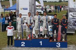 Winnaars Sébastien Ogier en Julien Ingrassia, tweede plaats Andreas Mikkelsen en Ola Floene, derde p