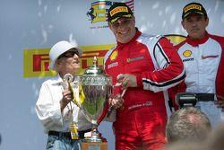 CS podium: Jon Becker avec Léo Samson, fondateur du Circuit Mont-Tremblant