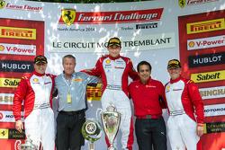 TP组领奖台: 比赛获胜者 Ricardo Perez, 第二名 Emmanuel Anassis, 第三名 Ryan Ockey